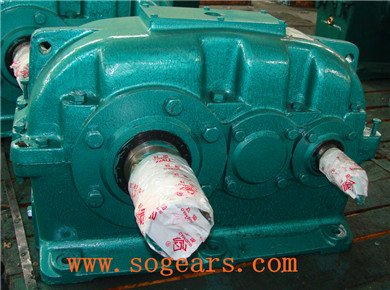 gearbox with pump